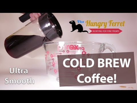 Making Cold Brew with the Takeya pitcher